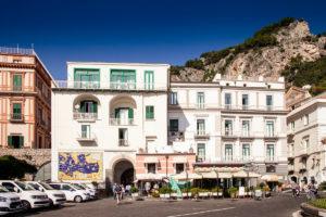 Piazza Flavio Gioia di Amalfi - Alcuni consigli su come raggiungerci e sulla mobilità
